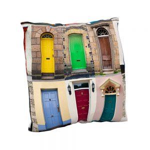Cojín estampado Puertas | Cojines decorativos vintage personalizados con telas estampadas | Disponibles en todos tipos de telas: telas lisas, telas estampadas, telas vintage y telas para exterior impermeables.