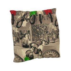 Cojín estampado Vespas | Cojines decorativos vintage personalizados con telas estampadas | Disponibles en todos tipos de telas: telas lisas, telas estampadas, telas vintage y telas para exterior impermeables.